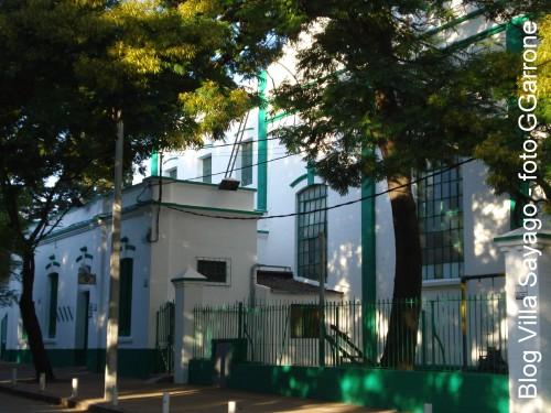 Apacible mañana veraniega del Gimnasio Sayago ( foto G.Garrone, 2009 )