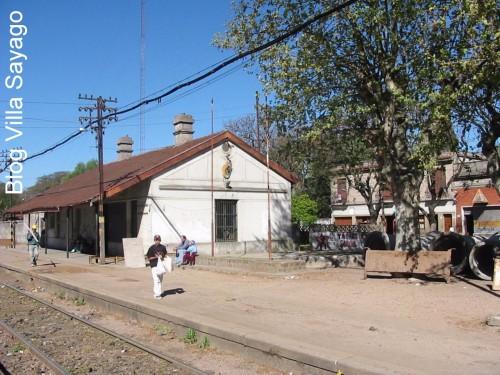 Sobre la derecha, detrás de las cañerías, terminaba el servicio Sayago-Peñarol